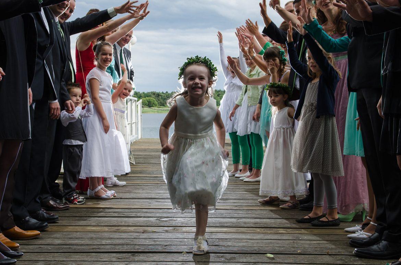 Kinder auf der Hochzeit